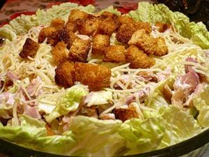 Салат цезарь с курицей — любимец всех