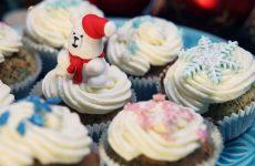 Новогодние капкейки: рецепт и идеи для украшения