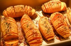 Как запечь картошку в духовке? Картошка, запеченная в духовке: 9 рецептов