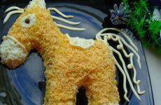 Новогодние салаты Лошадь: 5 рецептов