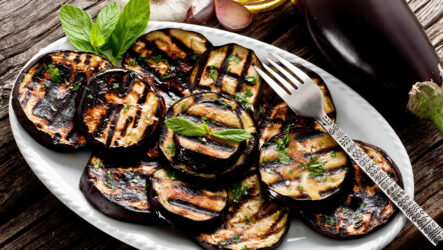 Как жарить баклажаны: 8 рецептов