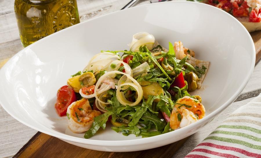 Салат с кальмаром и рукколой