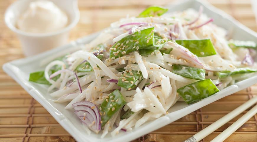 Салат с дайконом и сыром