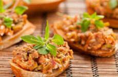 Салат с килькой в томате: 7 лучших рецептов