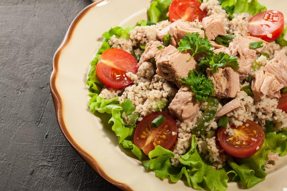 Салат из кускуса с тунцом