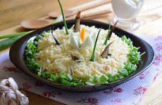 Салат со шпротами: 11 лучших рецептов