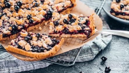 Пирог с черной смородиной: 6 лучших рецептов