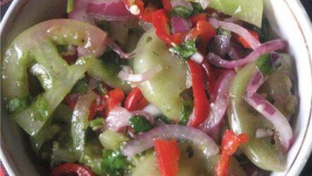 Салат из зеленых помидор: 10 лучших рецептов