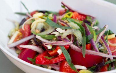 Салат с красным луком: 7 рецептов