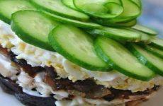 Салат с черносливом и грибами: 8 простых рецептов