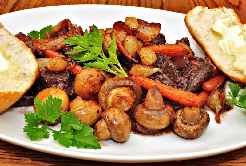 Жаркое с грибами в духовке