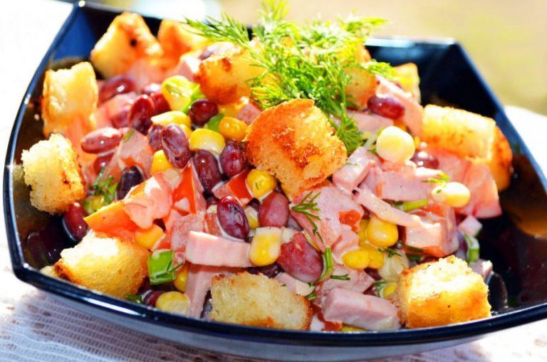 Салат с фасолью консервированной и сухариками рецепт с пошагово