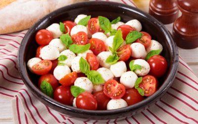 Салаты с моцареллой: 8 ярких рецептов