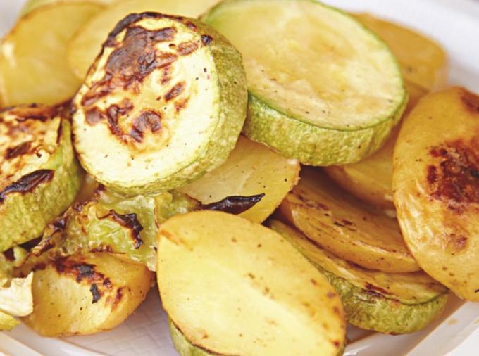 Кабачки в духовке с картошкой