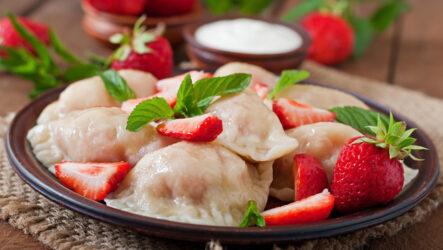 Вареники с клубникой: 8 сладких рецептов