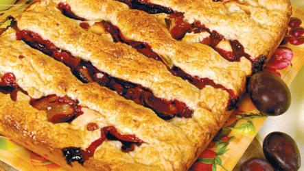 Пирог со сливами: 9 простых рецептов