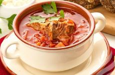Свекольник с мясом: 8 сытных рецептов