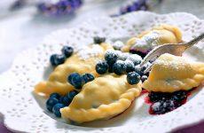 Вареники с ягодами: 8 свежих рецептов