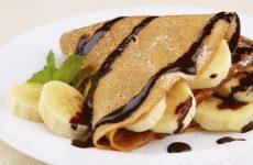 Блинчики с бананом: 9 рецептов к завтраку