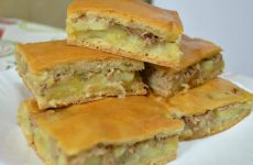 Пирог с сайрой и картошкой: 9 простых рецептов