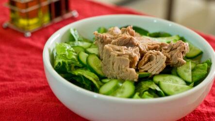 Салат из тунца с огурцом: 8 свежих рецептов