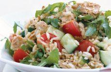 Салат с тунцом и рисом: 9 прекрасных рецептов