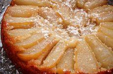 Шарлотка с грушами: 10 лучших рецептов