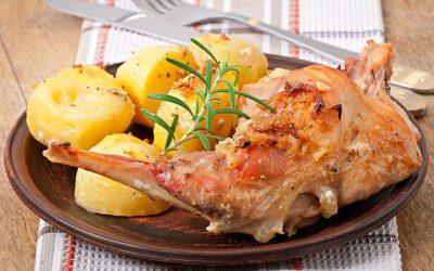 Кролик с картошкой: 7 традиционных рецептов