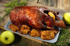 Утка, запеченная с яблоками: 10 лучших рецептов