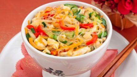 Фунчоза с курицей и овощами: 8 хороших рецептов