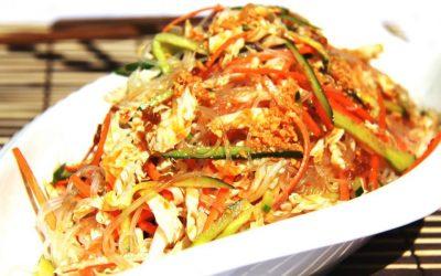 Салат с фунчозой и курицей: 7 простых рецептов