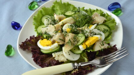 Рыбный салат с яйцом: 10 интересных рецептов