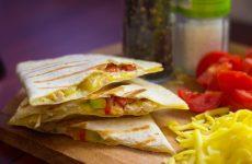Кесадилья с курицей: 8 жарких рецептов