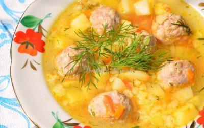 Суп с фрикадельками и рисом: 7 сытных рецептов
