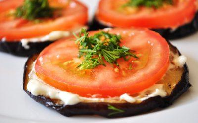 Жареные баклажаны с помидорами: 7 классных рецептов
