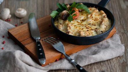 Жульен с грибами на сковороде: 8 простых рецептов