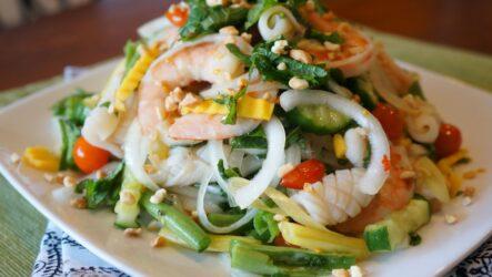 Салат с креветками и кальмарами: 7 праздничных рецептов