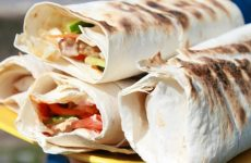 Шаурма с курицей в лаваше: 8 простых рецептов