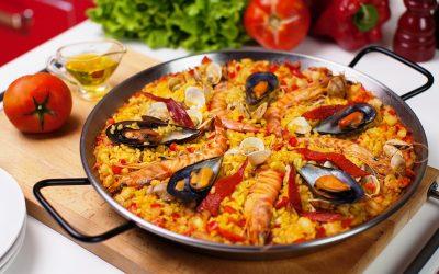 Паэлья с морепродуктами: 7 рецептов по-испански