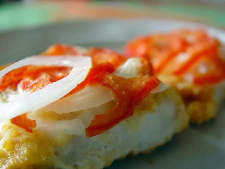 Рыба в духовке с помидорами