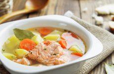 Уха из семги: 9 царских рецептов