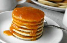 Панкейки на молоке: 8 рецептов к завтраку