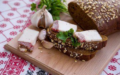 Сало с чесноком: 7 домашних рецептов