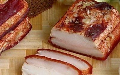 Вареное сало в луковой шелухе: 8 ароматных рецептов