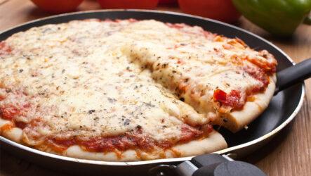 Быстрая пицца на сковороде: 8 отличных рецептов