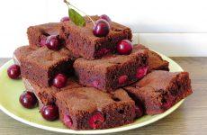 Брауни с вишней: 7 традиционных рецептов
