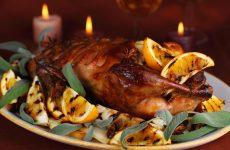 Фаршированная утка в духовке: 9 праздничных рецептов