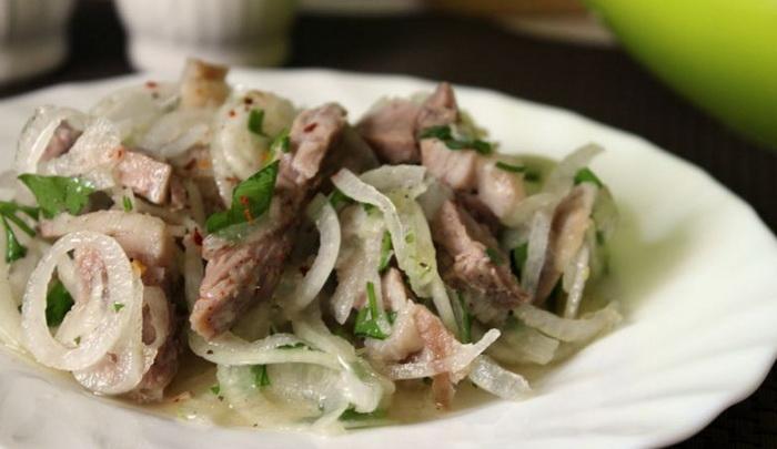 Мужской салат с луком
