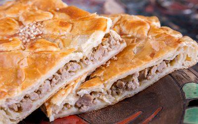 Слоеный пирог с мясом: 8 сытных рецептов