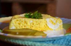 Омлет в мультиварке: 10 рецептов на завтрак